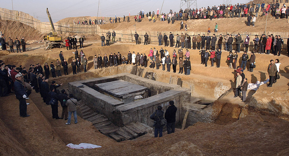 An imperial tomb of the Western Han Dynasty, which dates back to around 121 BC, is unearthed in Liuan, central China's Anhui province 07 January 2007