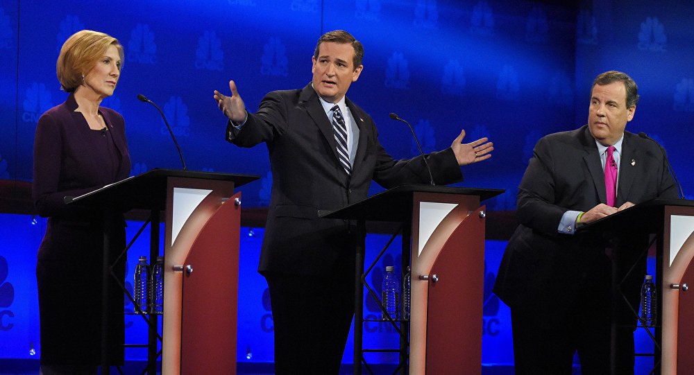 Ted Cruz talks about the mainstream media as Carly Fiorina and Chris Christie look on.