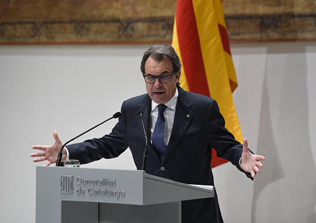 Catalan regional caretaker president Artur Mas speaks during a press conference where he announced that he will not seek new term, at the Generalitat Palace in Barcelona on January 9, 2016