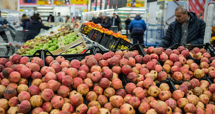 Fruit and vegetable shop in Omsk. File photo