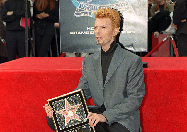 British singer David Bowie poses for photos after he received a star on the world famous Walk of Fame, 12 February 1997, in Hollywood, CA.