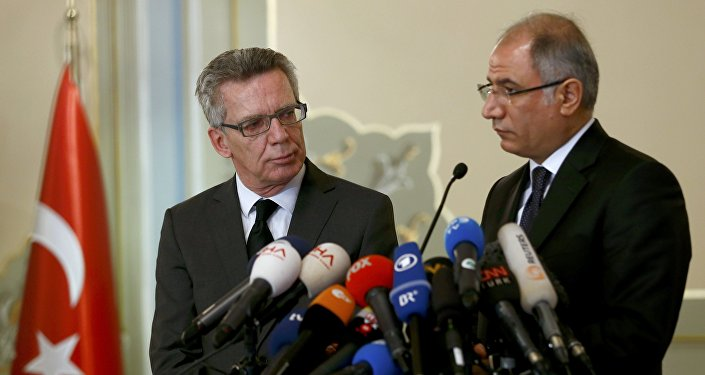 Turkish Interior Minister Efkan Ala (R) and his German counterpart Thomas De Maiziere address a joint news confernence in Istanbul, Turkey January 13, 2016.