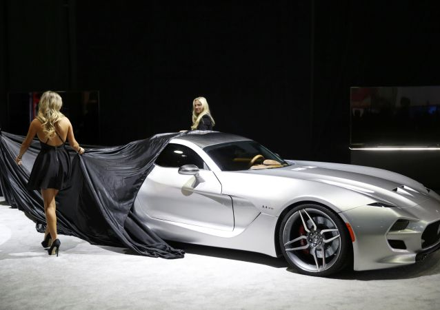 Hottest Cars and Girls on Display at the Detroit Auto Show 2016