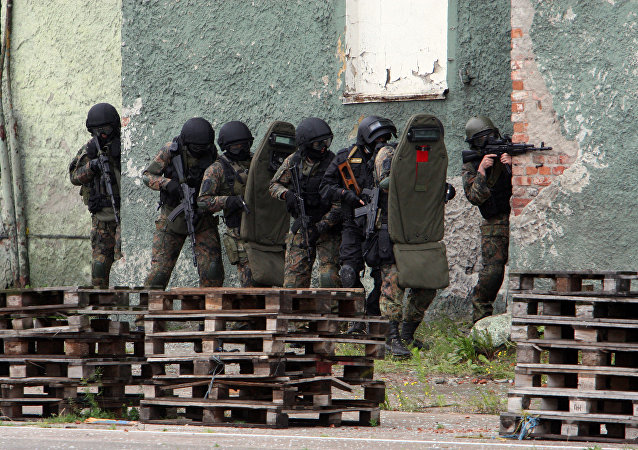 FSB officers carry out a plan of action to secure captured terrorists in a building in anti-terrorism exercises in the sea port of Kaliningrad.