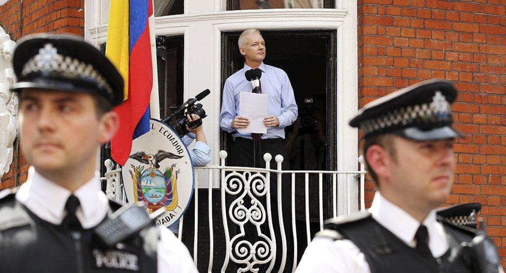 Former Ecuadorean President to Seek Moreno's Impeachment Over Assange