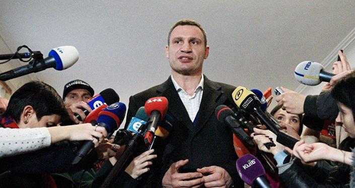 Kiev Mayor Vitaly Klitschko speaks to journalists