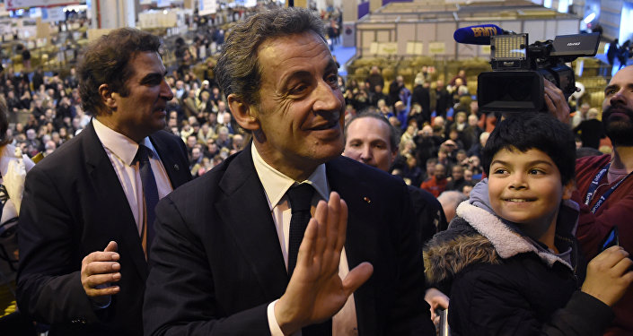 French right-wing Les Republicains (LR) party President, Nicolas Sarkozy (C) waves as he visits the Salon de l'Agriculture (Agriculture Fair), in Paris