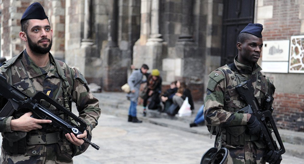 Soldiers patrol outside the Saint-Sernin basilica as part of the Operation sentinelle, on December 31, 2015 in Toulouse.