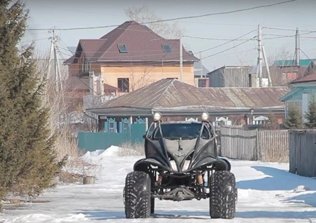 Russia: Bizarre alien-like vehicle roams around Biysk