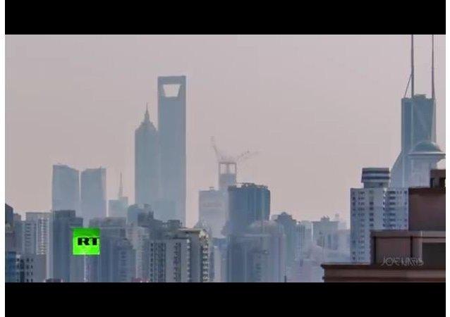 2 min Timelapse: 630m Shanghai lightshow skyscraper dwarves megapolis