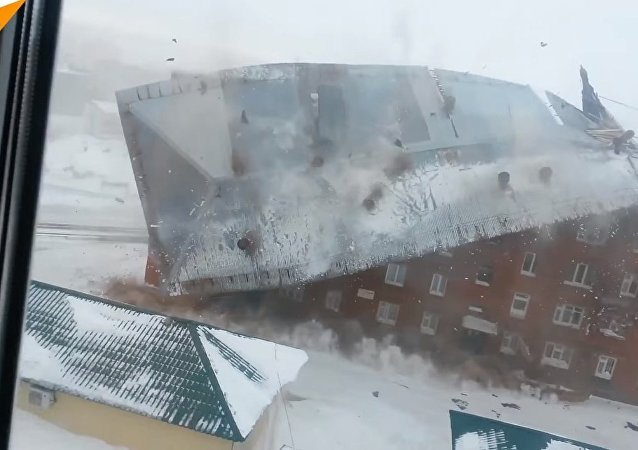 Strong Wind Blows Roof off House in Russia
