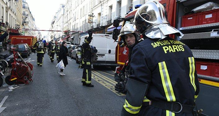 Firefighters intervene in rue du Cherche-Midi in Paris' 6th district near the scene where an appartment building exploded on April 1, 2016 in Paris