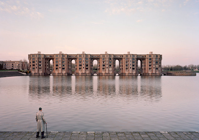 Frozen Poetry of Urbanism: French Photographer Captures Life of Grand Sites