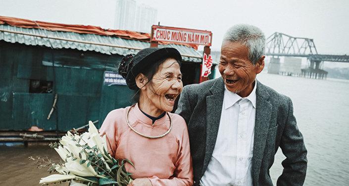 Elderly couple's wedding