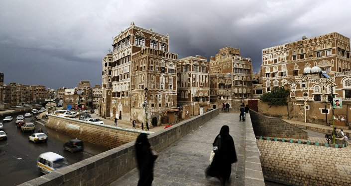 Women walk on a bridge in the old quarter of Yemen's capital Sanaa April 9, 2016.