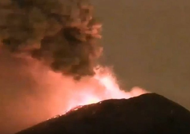 Mexico's Popocatépetl Volcano Shoots Glowing Rock a Mile Into the Air