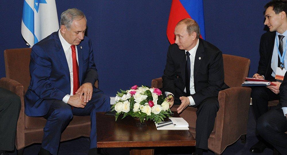 Russian President Vladimir Putin, centre, and Prime Minister of Israel Benjamin Netanyahu