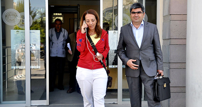 Dutch journalist Ebru Umar (L) and her lawyer leave Kusadasi's police building on April 24, 2016 in Izmir after she was briefly detained earlier in the day by Turkish police after sending tweets deemed critical of President Recep Tayyip Erdogan, according to her Twitter account