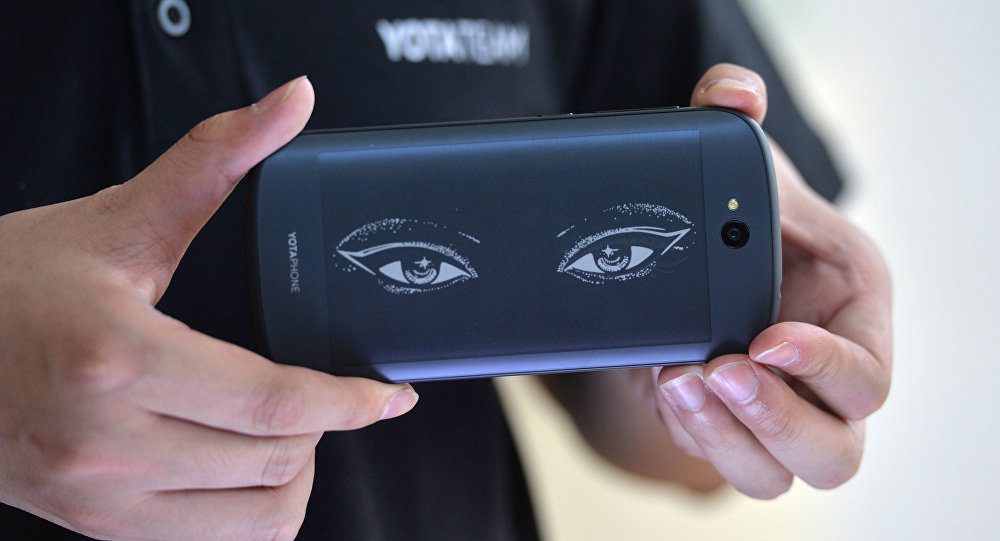 This picture taken on May 20, 2015 shows a staff showcasing the always-on screen of YotaPhone 2 during a press conference in Beijing
