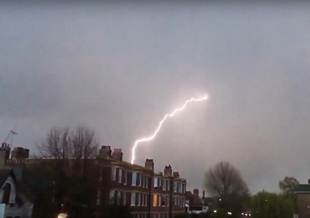 Terrifying Lightning Strikes Plane Over London