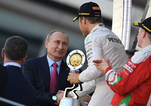 Putin Congratulates Sochi Grand Prix Winner Rosberg