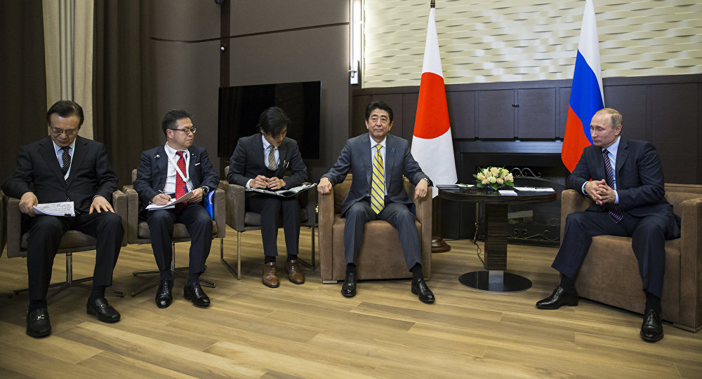 Russian President Vladimir Putin (R) meets with Japanese Prime Minister Shinzo Abe (C) at the Bocharov Ruchei state residence in Sochi on May 6, 2016