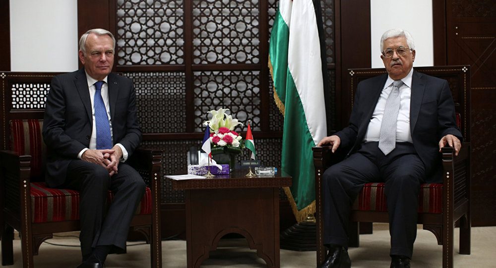 Palestinian President Mahmoud Abbas (R) meets French Foreign Minister Jean-Marc Ayrault in the West Bank city of Ramallah May 15, 2016.