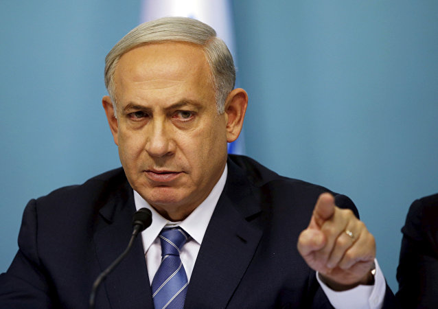 Israel's Prime Minister Benjamin Netanyahu gestures as he speaks during a news conference in Jerusalem October 8, 2015.
