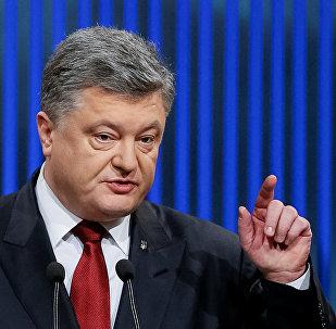 Ukrainian President Petro Poroshenko gestures during a news conference in Kiev, Ukraine, January 14, 2016