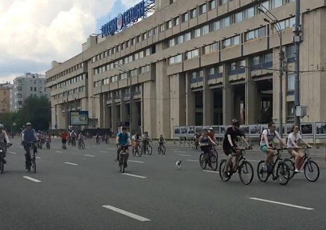 Let's Bike: Russia's Biggest Bike Ride