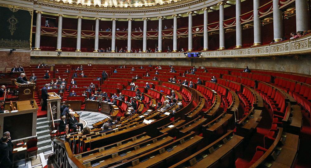story guard rallies around newcomer macron french runoff