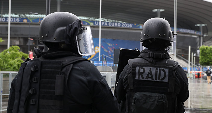 Members of the Raid special intervention unit of the French police take part in a terrorist attack mock exercise on May 31, 2016 near the Stade de France in Saint-Denis, France