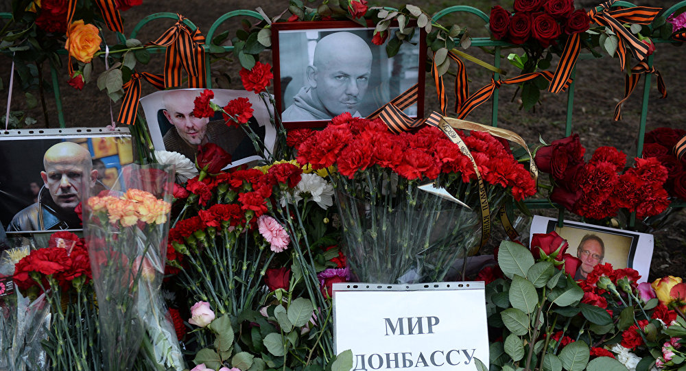 Flowers and candles by Ukrainian embassy in Moscow in memory of journalist Oles Buzina killed in Kiev