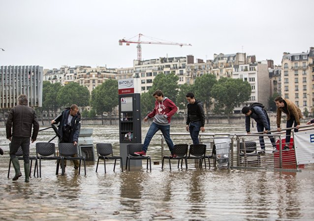 Paris hit by flash floods