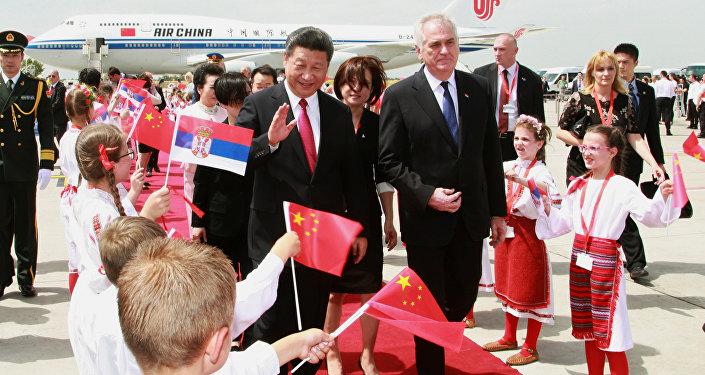 Chinese President Xi Jinping (L) walks with Serbian President Tomislav Nikolic during a welcoming ceremony at Belgrade's airport Nikola Tesla, Serbia June 17, 2016