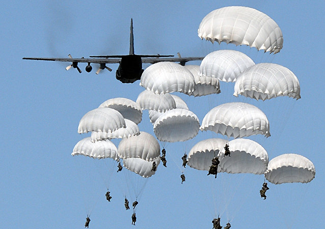 Polish troops land with parachutes at the military compound near Torun, central Poland, on June 7, 2016, as part of the NATO Anaconda-16 military exercise