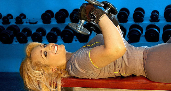 Blonde in the gym