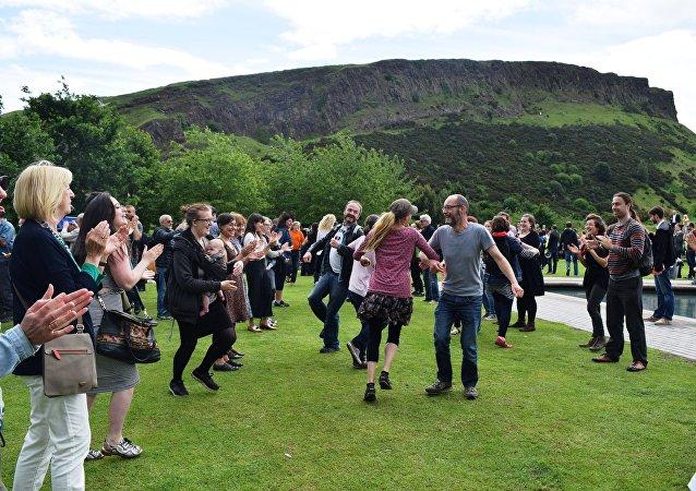 Flashmob ceilidh in Edinburgh, Scotland