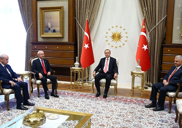Turkey's President Tayyip Erdogan (2nd R) meets Prime Minister Binali Yildirim (R), main opposition Republican People's Party (CHP) leader Kemal Kilicdaroglu (2nd L) and Nationalist Movement Party (MHP) leader Devlet Bahceli at the Presidential Palace in Ankara, Turkey, July 25, 2016
