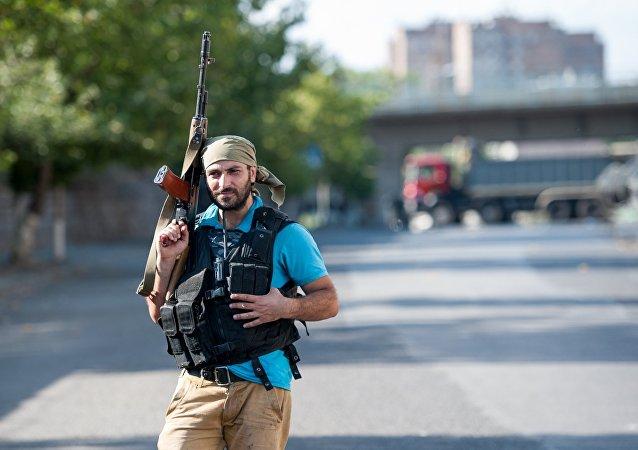 Journalists visit occupied territory of traffic police regiment in Yerevan
