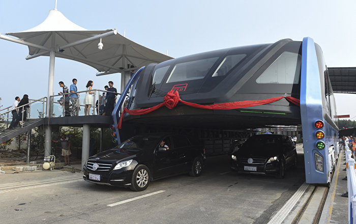 China's Futuristic Elevated Bus Scrapped, Accused of Being a Scam