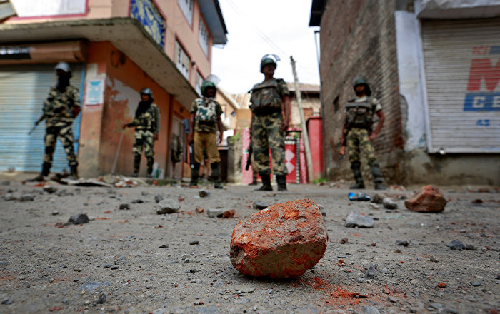 Thousands of Troops Rush to Kashmir as Mob Stones Police