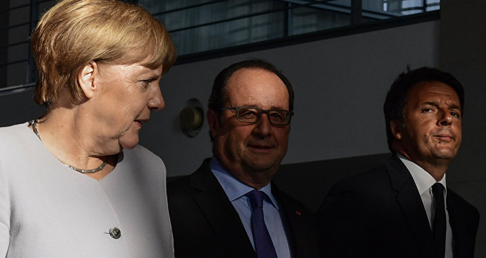 (L-R) German Chancellor Angela Merkel, French President Francois Hollande and Italy's Prime Minister Matteo Renzi arrive for a press conference ahead of talks following the Brexit referendum at the chancellery in Berlin, on June 27, 2016.