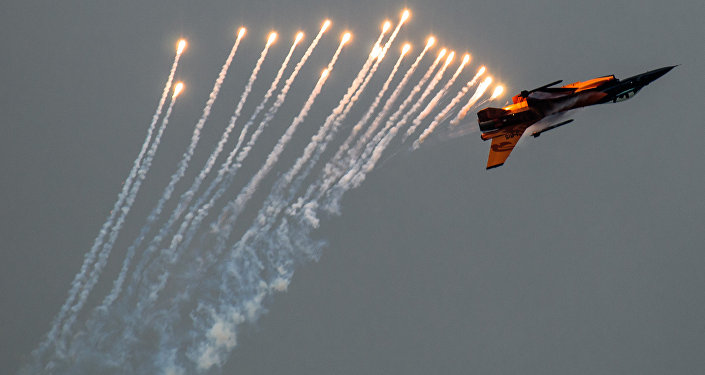 F-16 Viper deploying countermeasures