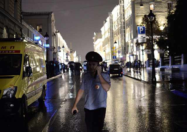 Police officers cordon off the territory near a Citibank office on Bolshaya Nikitskaya Street in central Moscow, where a man took hostages and threatens to blow up the building