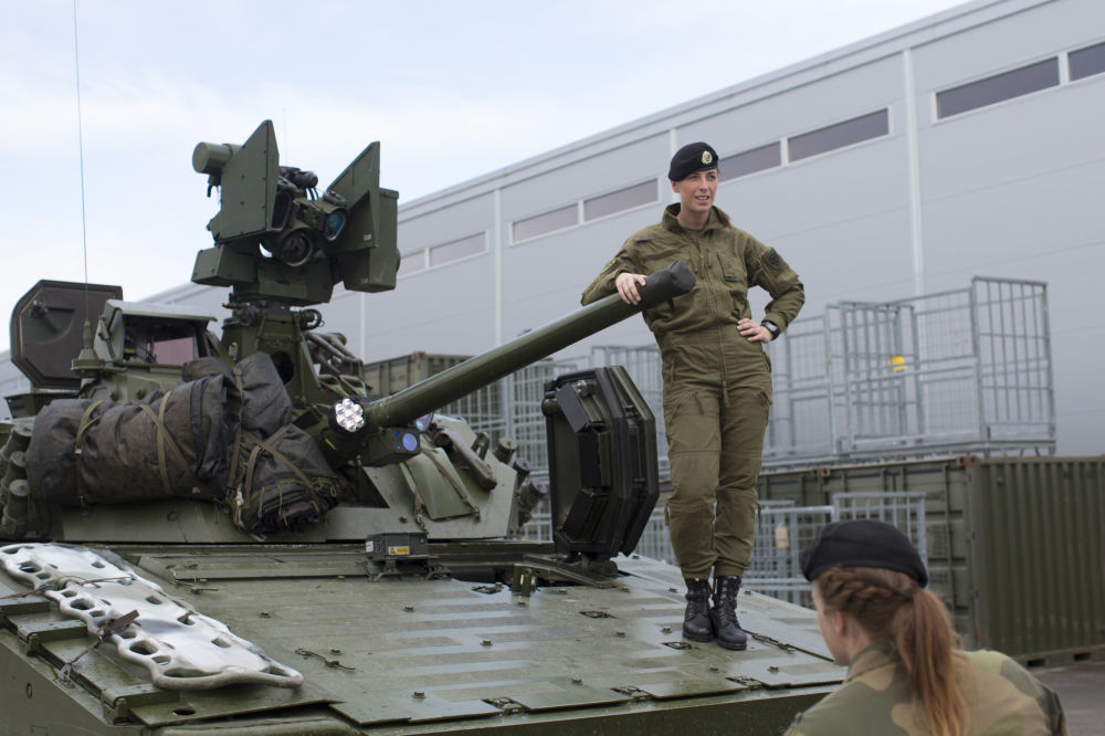 Scandinavian Power First Female Recruits Of Norway S Army