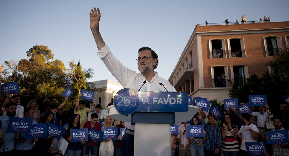 Leader of the People's Party (PP) and Spain's caretaker Prime Minister and party candidate, Mariano Rajoy, waves to supporters during a campaign meeting in Malaga. (File)
