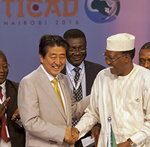 Japanese Prime Minister Shinzo Abe, second left, shakes hands with Chad's President Idriss Deby Itno after a joint press conference on the closing session of TICAD, Kenya,Aug.28,2016