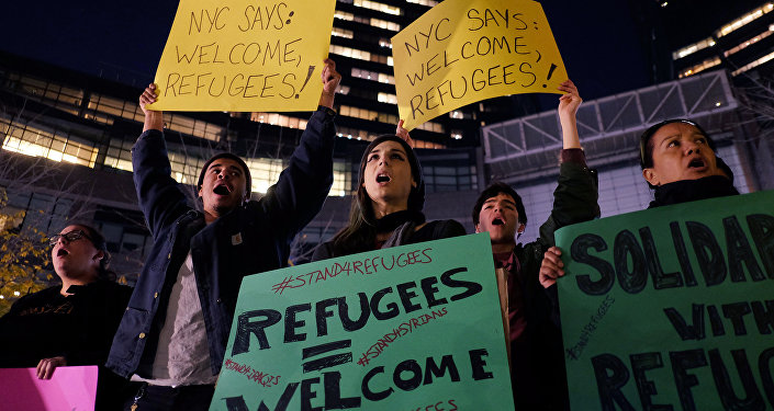 Human rights activists and people from the Muslim community display placards during a demonstration in New York in solidarity for Syrian and Iraqi refugees (File)