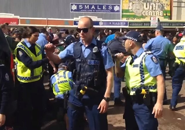 Police forced to draw weapons battling to keep the Kalgoorlie crowd controlled